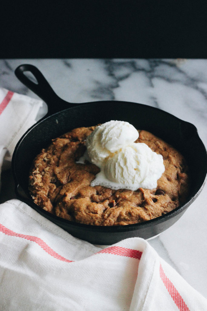 Pumpkin skillet cookie